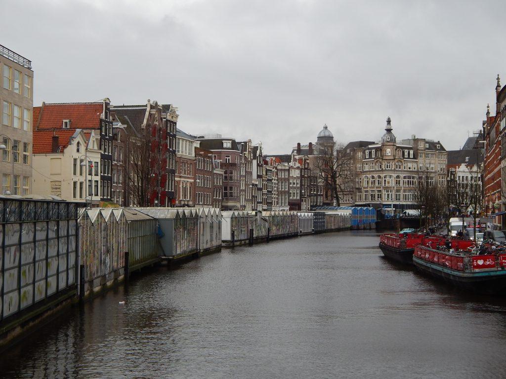 Il canale dietro il Bloemenmarkt
