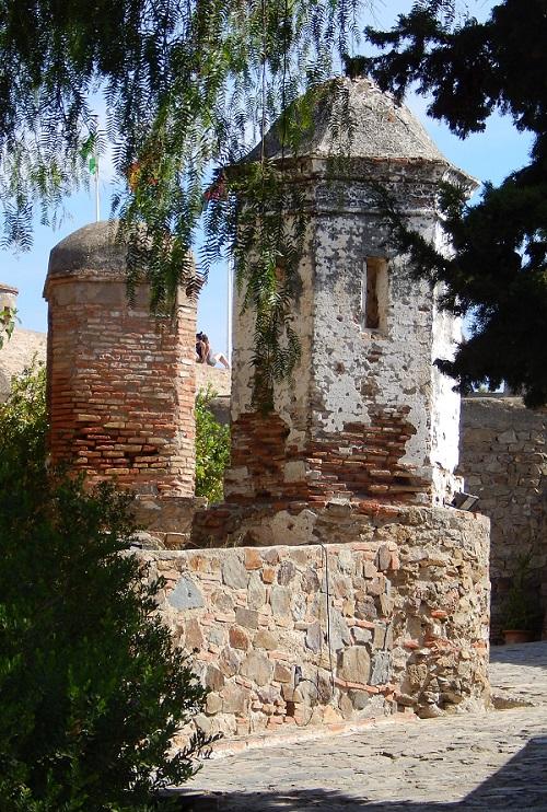 Le torri della cinta muraria del castello