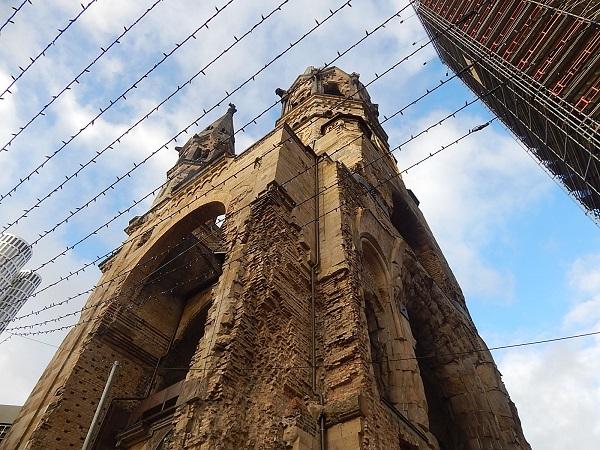 Le rovine della torre della Kaiser Wilhelm Gedächtnis Kirche