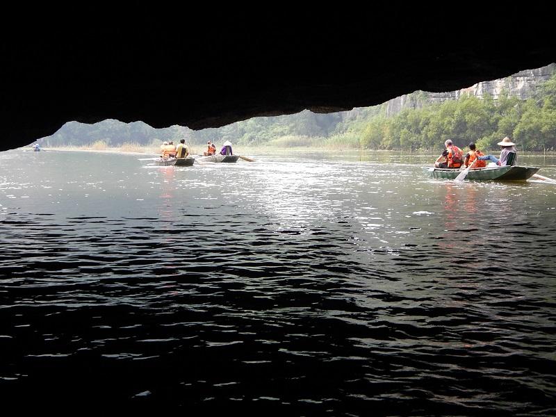L'escursione in barca tra le grotte