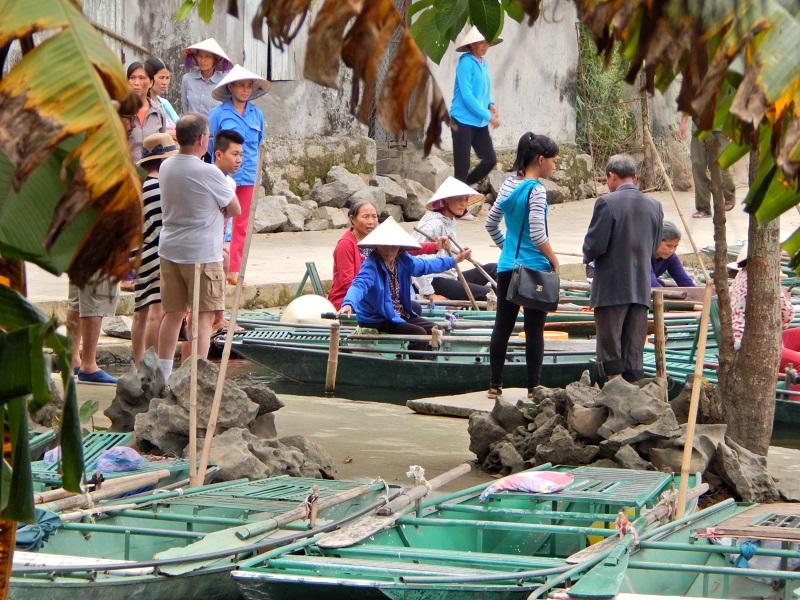 Pedalando nel villaggio di Tam Coc
