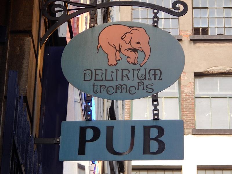 L'insegna del Delirium Café, il famoso elefantino rosa di Bruxelles