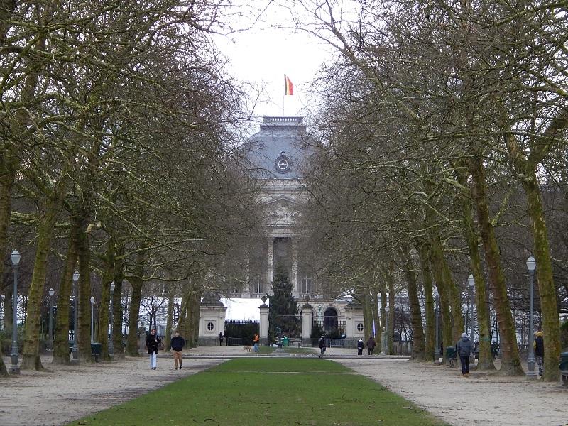 Il viale del Parco di Bruxelles che conduce al Palais du Roi