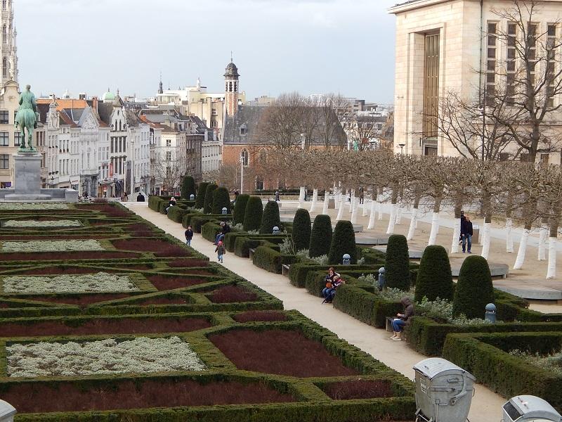 I giardini del Mont des Arts con la città bassa sullo sfondo