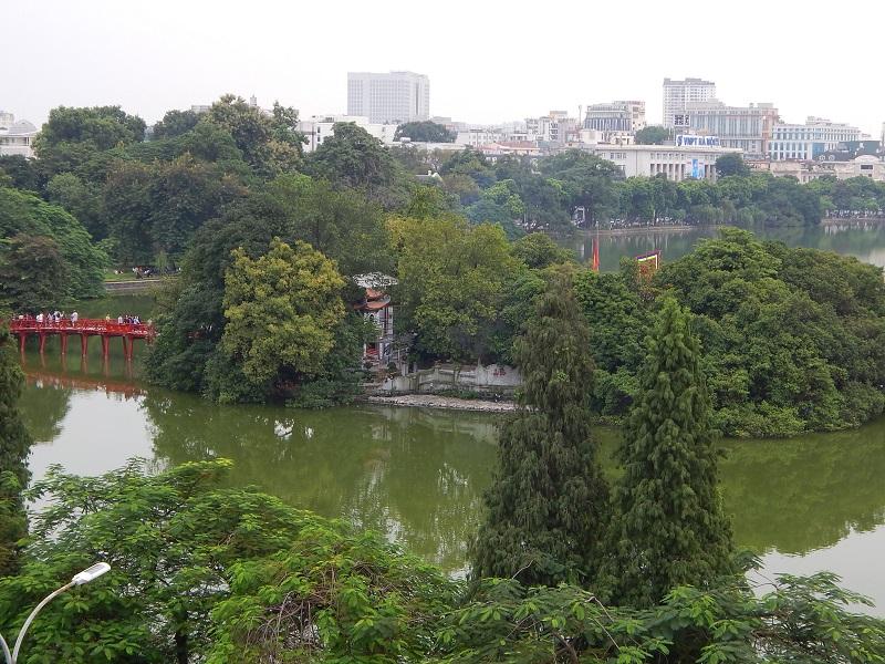 La vista sul Lago Hoan Kiem ad Hanoi