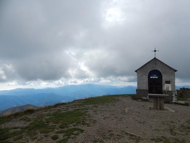 La cappelletta sulla cima del Monte Caucaso