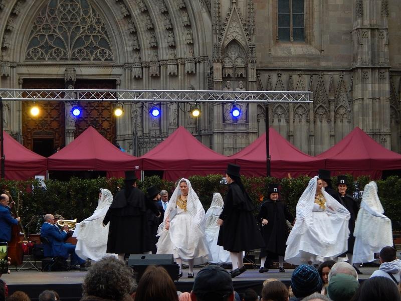 Festa di sant'Eulalia a Barcellona - balli davanti alla cattedrale di sant'eulalia