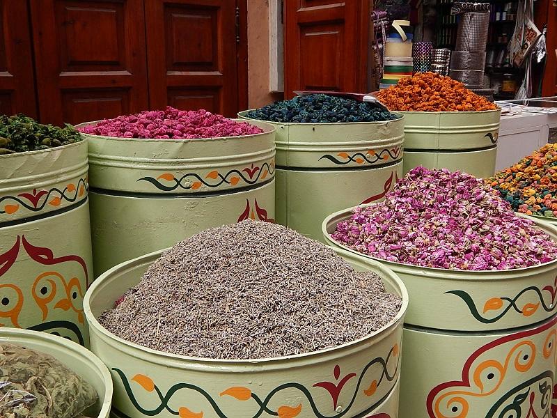 souq delle spezie nella medina di marrakech