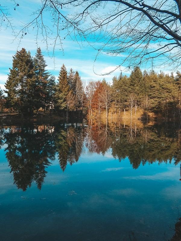 foliage in liguria - lago delle lame