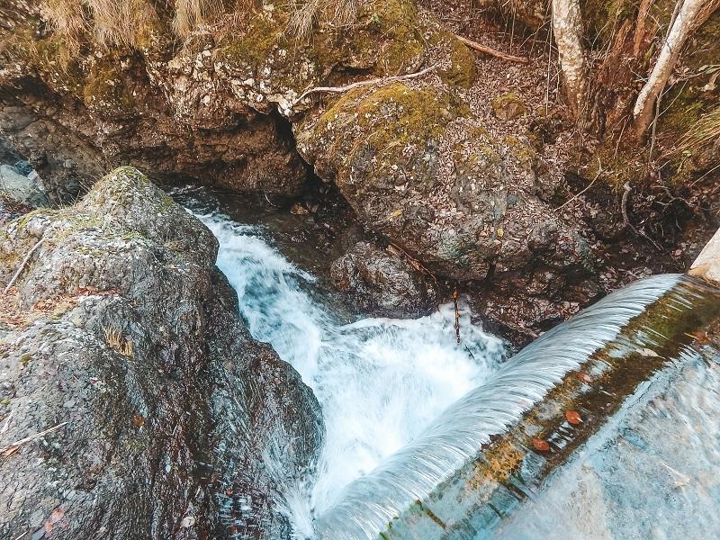 cascate attorno al lago di giacopiane