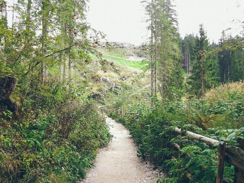 I sentieri attorno al Lago