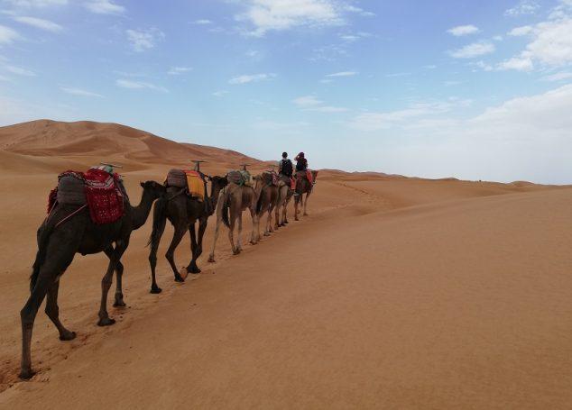 Dormire in una tenda berbera nel deserto del Sahara